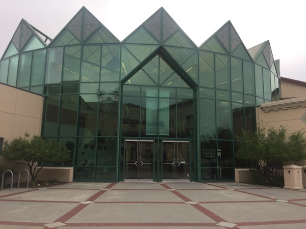 Entrance to Vari Hall coming from Lucas Hall